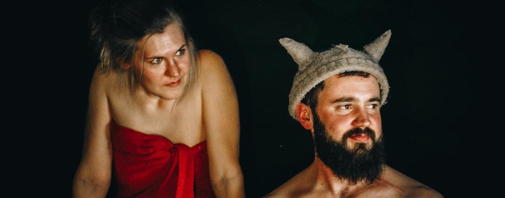 sauna handtuch menschen in sauna